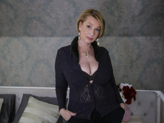 Voir le liveshow de  HotBlondeLadyX de Xlovecam - 49 ans - I've been camming for a few years..I know all the good angles and how to put on a great sho ...