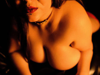 Voir le liveshow de  EmmaMelonie de Xlovecam - 27 ans - I'm a smart, fun and naughty delight! I would love to spend my time online with interesting ho ...