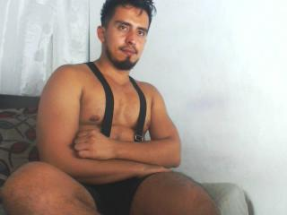 Voir le liveshow de  DanielBigDick de Xlovecam - 29 ans - I am very friendly, gentle, very manly, consenting, affectionate, erotic, hairy, dark, pleas ...