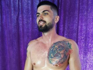 Voir le liveshow de  MasterMindHot de Xlovecam - 27 ans - Welcome to my page, i'm a dominant guy who would love to take care of you! Come closer and g ...
