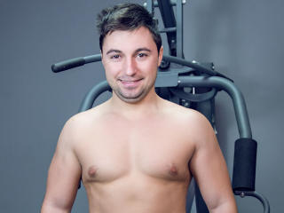 Voir le liveshow de  HankMalones de Xlovecam - 24 ans - Are you looking for a stud with a big one? If so look no further. I will do things for you tha ...