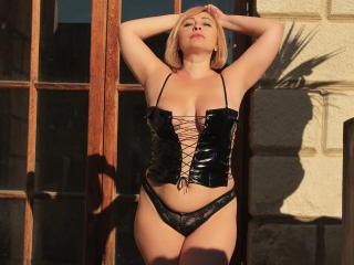 Voir le liveshow de  SexySmileLili de Xlovecam - 35 ans - I'm a fun sexy blonde with beautiful forms