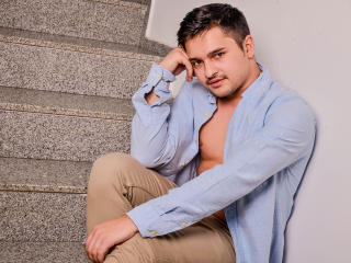 Voir le liveshow de  AlanMcAdams de Xlovecam - 25 ans - Welcome to my sex chat where you will discover great things known as play with my big cock and ...
