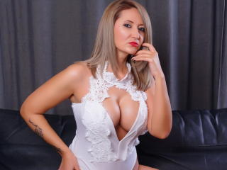 AshantiHill sexy cam girl