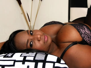 Voir le liveshow de  SweetBlackOne de Xlovecam - 19 ans - About me, student, very rumbera, I consider myself a very hot woman, I love movies,