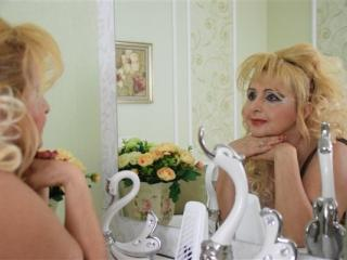 Voir le liveshow de  MartaFantasy de Xlovecam - 55 ans - I like to keep a little bit of myself a mystery so come in and uncover it