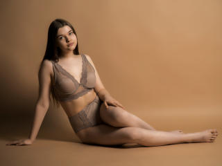 Voir le liveshow de  KittyKessi de Xlovecam - 19 ans - I am a young model, 100% natural girl, natural body and also mind !